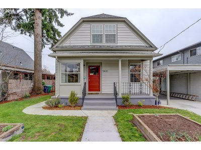 Single Family Home For Sale: 5433 SE Lafayette St