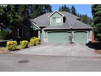 Milwaukie Single Family Home For Sale: 19124 SE River Crest Ln