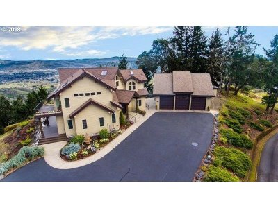Roseburg Single Family Home For Sale: 200 Silvercrest Dr