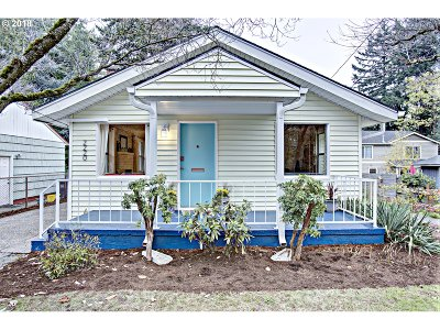 Portland Single Family Home For Sale: 2220 SE 76th Ave