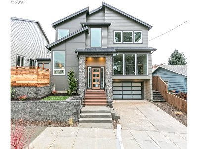 Portland Single Family Home For Sale: 3784 SE Raymond St #2