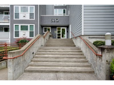 Vancouver Condo/Townhouse For Sale: 520 SE Columbia River Dr #416