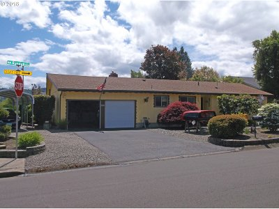 Roseburg OR Single Family Home For Sale: $239,000