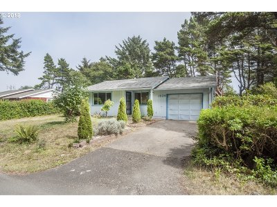 Lincoln City Single Family Home For Sale: 1626 SW Fleet Ave