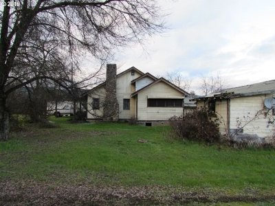 Riddle Single Family Home For Sale: 4359 Canyonville-Riddle Rd
