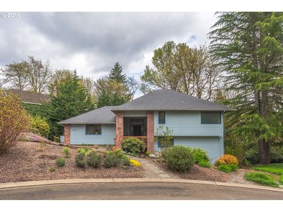 Lake Oswego Single Family Home For Sale: 663 Carrera Ln