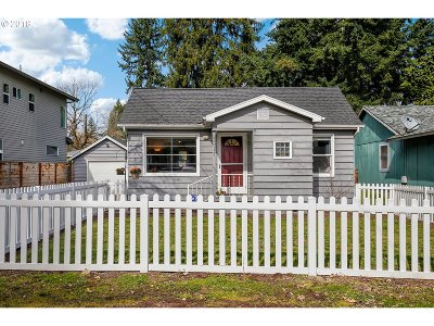 Milwaukie Single Family Home For Sale: 3517 SE Edison St