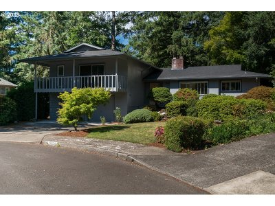 Lake Oswego Single Family Home For Sale: 17436 Wren Ct