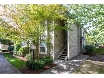 Gresham, Troutdale, Fairview Condo/Townhouse For Sale: 4622 W Powell Blvd #257