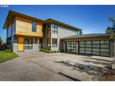 Clackamas County Single Family Home For Sale: 1956 Highlands Loop