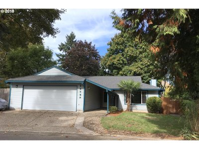 Milwaukie Single Family Home For Sale: 12159 SE Grove Loop