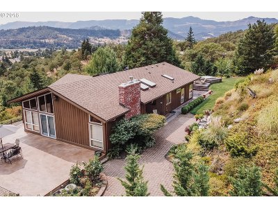 Roseburg Single Family Home For Sale: 289 Oakview Dr