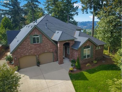 Oregon City Single Family Home For Sale: 215 Deerbrook Dr