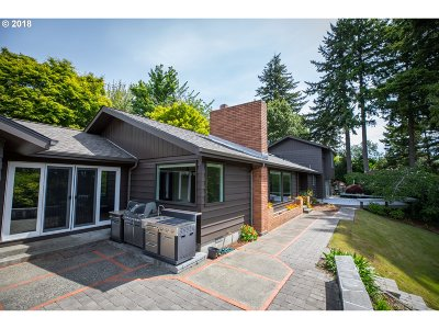 Coos Bay Single Family Home For Sale: 1060 Date