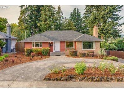 Gresham Single Family Home For Sale: 855 NW 8th St