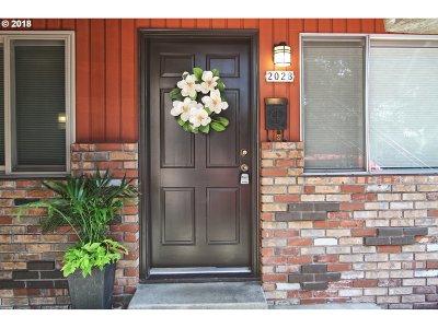 Portland Condo/Townhouse For Sale: 2028 NE Hancock St #2028