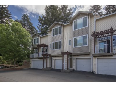 Tigard Condo/Townhouse For Sale: 10711 SW Canterbury Ln #102