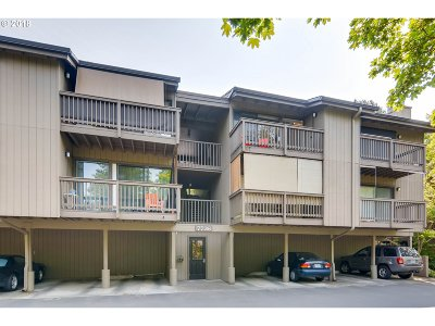 Portland Condo/Townhouse For Sale: 7726 SW Barnes Rd #B