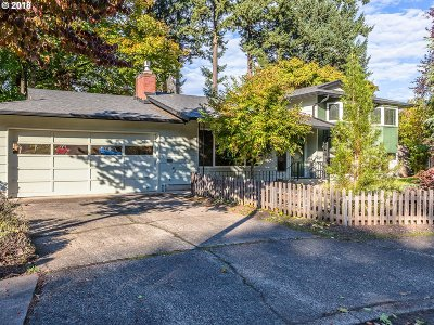Portland Single Family Home For Sale: 3902 SE 147th Ave