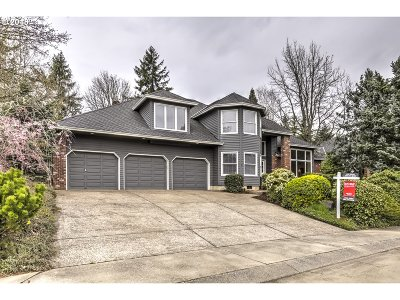 Lake Oswego Single Family Home For Sale: 17423 Oak Meadow Ln