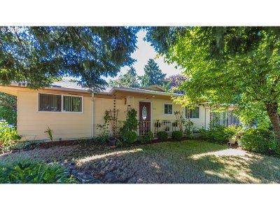 Gresham Single Family Home For Sale: 1745 NE Vista Ave