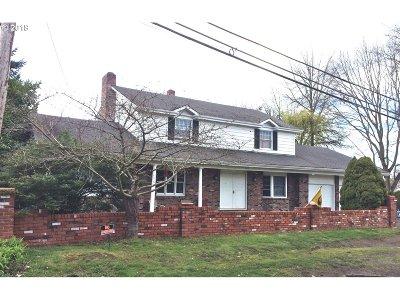 Springfield Single Family Home For Sale: 660 Aspen St