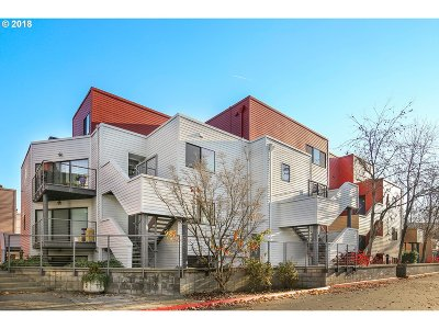 Condo/Townhouse For Sale: 606 NW Naito Pkwy #A21