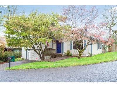 Milwaukie Single Family Home For Sale: 12111 SE Grove Loop