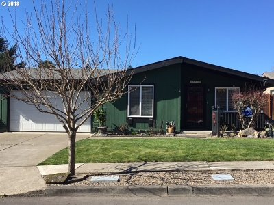 Gresham Single Family Home For Sale: 1565 SE Maple Loop