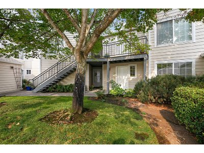 Portland Condo/Townhouse For Sale: 17602 NW Springville Rd #C11