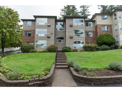 Portland Condo/Townhouse For Sale: 8420 SW Canyon Ln