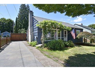 Gresham Single Family Home For Sale: 516 SE 5th St