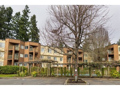 Tualatin Condo/Townhouse For Sale: 8720 SW Tualatin Rd #215