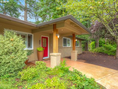 Lake Oswego Single Family Home For Sale: 14580 Uplands Dr