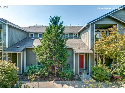 West Linn Condo/Townhouse For Sale: 2420 Snowberry Ridge Ct