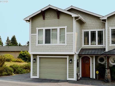 Brookings Condo/Townhouse For Sale: 828 Pioneer Rd #B2