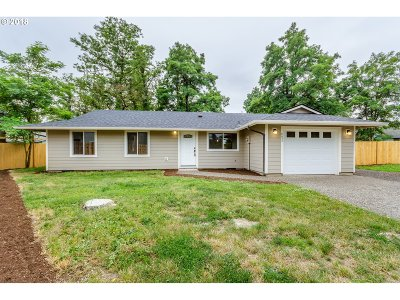 Portland Single Family Home For Sale: 8453 SE 62nd Ave