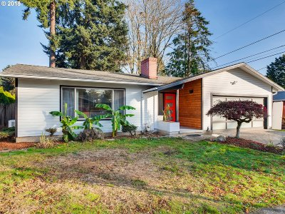 Portland Single Family Home For Sale: 3424 SE 166th Pl