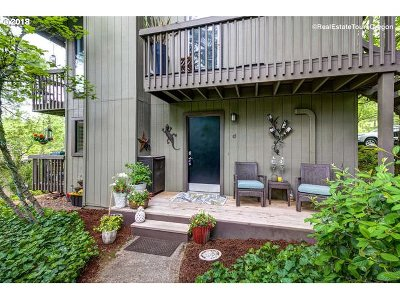 Portland Condo/Townhouse For Sale: 7702 SW Barnes Rd #D