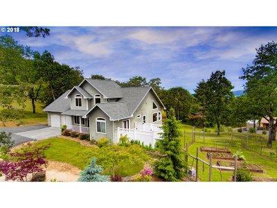 Roseburg Single Family Home For Sale: 110 Paradise Point Ln