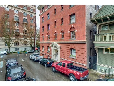Portland Condo/Townhouse For Sale: 118 NW King Ave #22