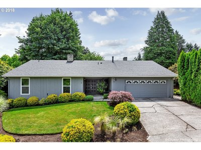 Lake Oswego Single Family Home For Sale: 710 Briercliff Ln