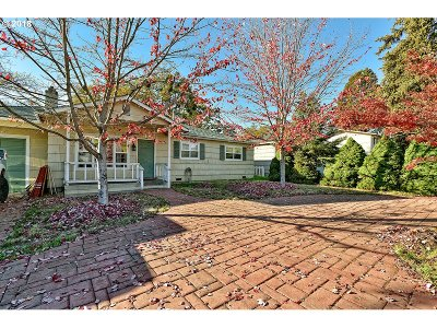 Medford Single Family Home For Sale: 358 Highland Dr