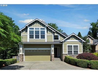 Milwaukie Single Family Home For Sale: 4929 SE Briar Ct