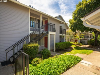 Lake Oswego Condo/Townhouse For Sale: 86 Kingsgate Rd #H203