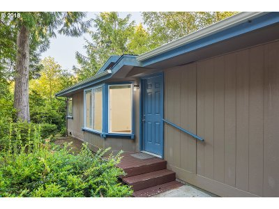 Lincoln City Single Family Home For Sale: 70 Beaver Tree Ln