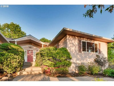 Portland Single Family Home For Sale: 860 SW Spring Ln