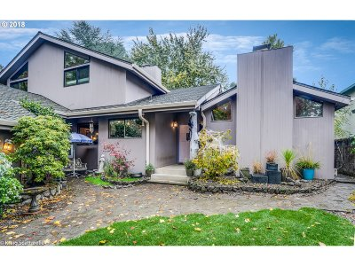 Portland Single Family Home For Sale: 11195 SW Lynnvale Dr