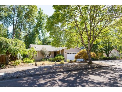 Multnomah County, Washington County, Clackamas County Single Family Home For Sale: 12900 SW Barberry Dr
