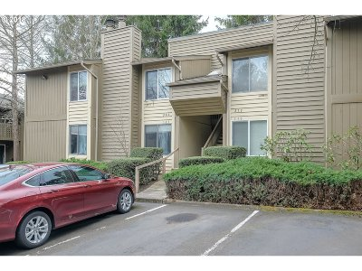 Beaverton Condo/Townhouse For Sale: 650 SW Meadow Dr #109